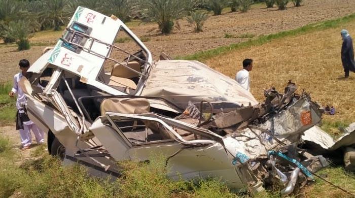 خیرپور کے قریب ٹریفک حادثہ، 12 افراد جاں بحق، 8 زخمی