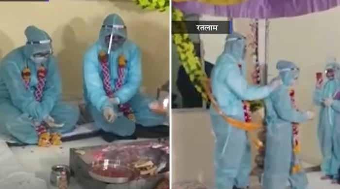 بھارتی جوڑے نے عروسی لباس کی جگہ کورونا سے بچاؤ کی کٹ پہن کر شادی کرلی