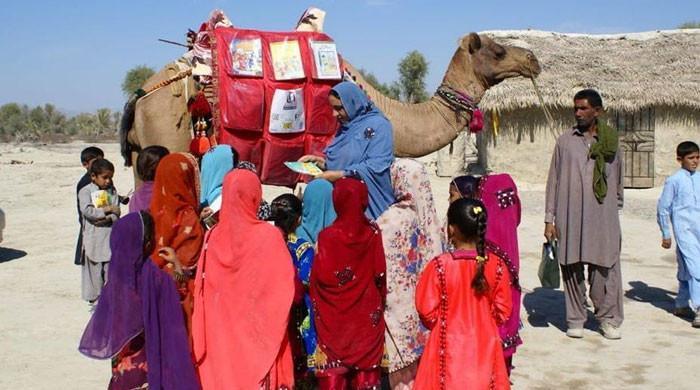 بلوچستان: بچوں کی تعلیم کا اہم ذریعہ 'روشن 'نامی اونٹ