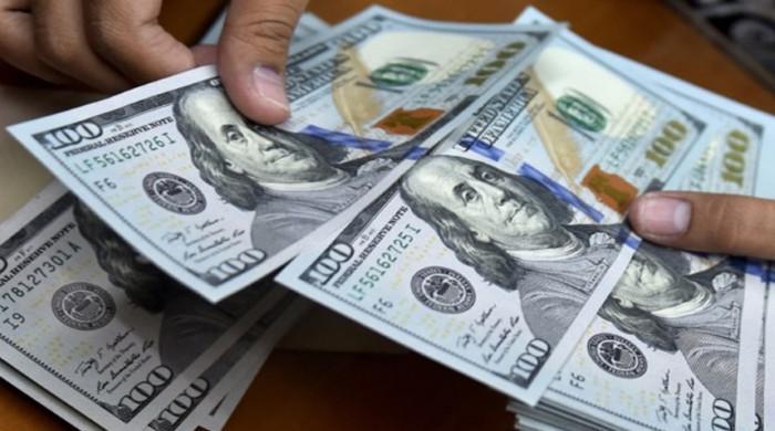 ڈالر کے مقابلے میں روپےکی قدر میں اضافےکا سلسلہ جاری