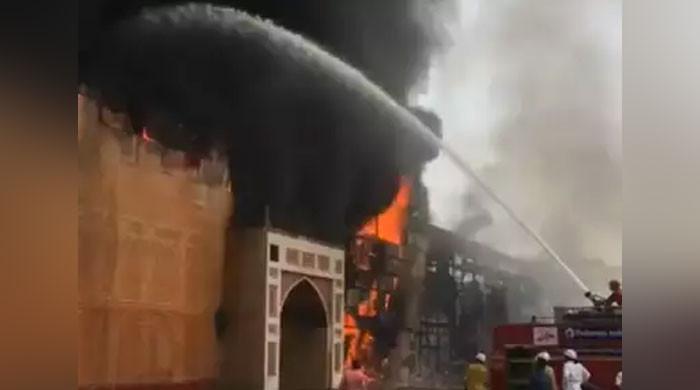 ریتھک اور ایشوریا کی فلم کے سیٹ پر آگ لگ گئی