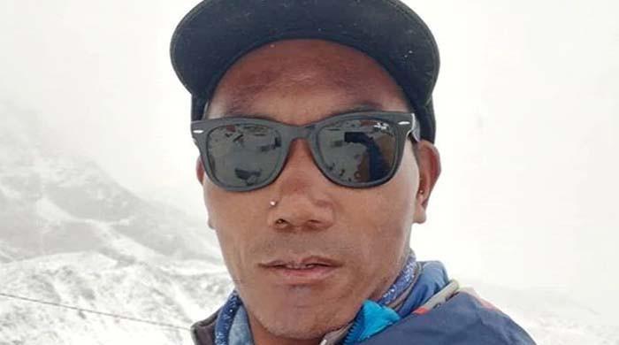 نیپالی کوہ پیما نے 25 ویں بار ماؤنٹ ایورسٹ سرکرکے نیا ریکارڈ بنادیا