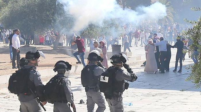 یوم القدس پر اسرائیلی فوج کا مسجدالاقصیٰ  پر حملہ، 200 سے زائد فلسطینی زخمی