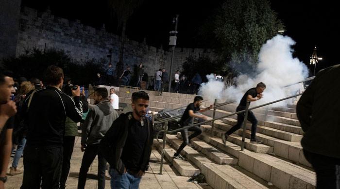27 ویں شب میں بھی اسرائیلی فوج کا مسجد اقصیٰ میں نمازیوں پر حملہ، 100 فلسطینی زخمی