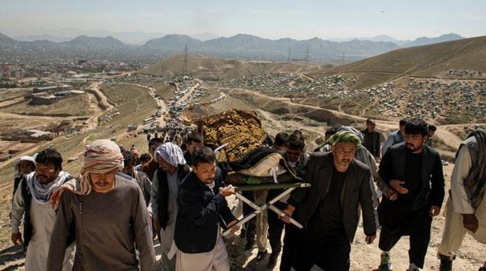 کابل دھماکے میں جاں بحق طلبہ و طالبات کی آہوں اور سسکیوں کے ساتھ تدفین
