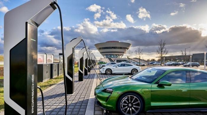 آئندہ چند سالوں میں یورپ کی سڑکوں پر بجلی سے چلتی گاڑیوں کا راج ہوگا