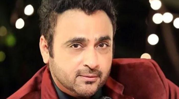 بھارتی اداکار اور اہلیہ کو ایمبولینس نے ٹکر ماردی، اسپتال منتقل