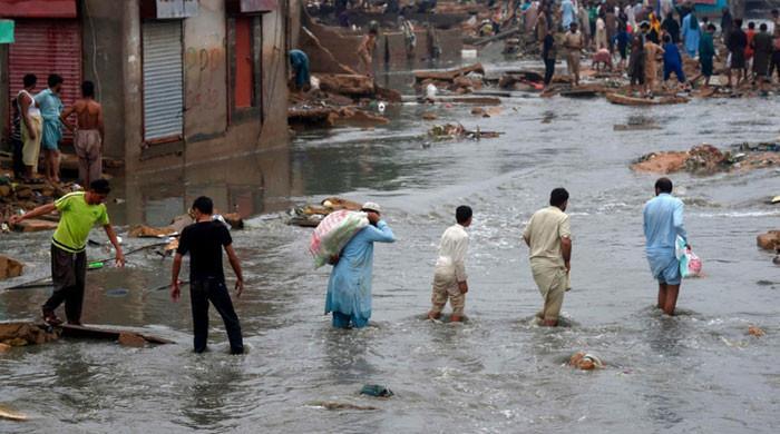 کراچی، طوفانی بارشوں کی پیشگوئی کے باوجود نالوں کی صفائی کا کام مکمل نہ ہو سکا