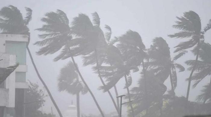 سمندری طوفان پاکستان کی جانب بڑھنے لگا، ٹھٹہ میں تیز ہوائیں چلنا شروع