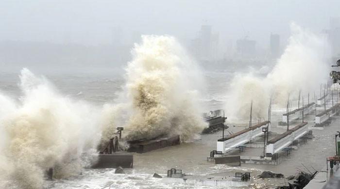 سمندری طوفان تاؤتے بھارتی ریاست گجرات سے ٹکرا گیا