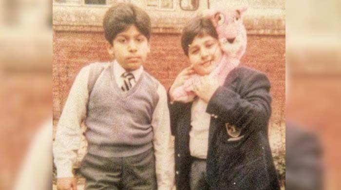 مسکراتا ہوا یہ بچہ کون سا مشہور اداکار ہے؟