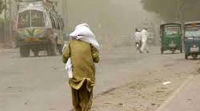 کراچی میں کچھ دیر چلنے والی آندھی کے باعث مختلف حادثات میں 3 افراد جاں بحق