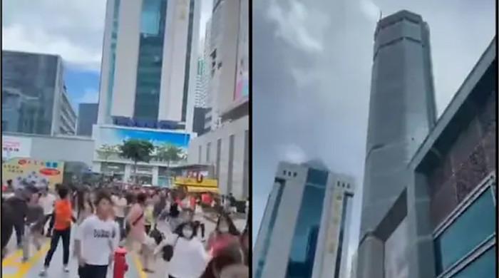 چین میں 73 منزلہ عمارت اچانک لرزنے سے افراتفری مچ گئی