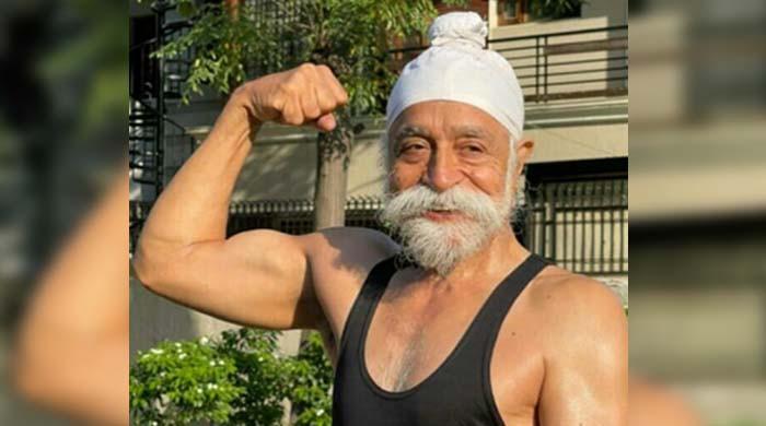 76 سالہ سپر فٹ  بابا جی سے ملیے
