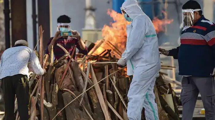 کورونا سے مرنے کے شبے میں جلائی جانے والی خاتون زندہ گھر لوٹ آئی