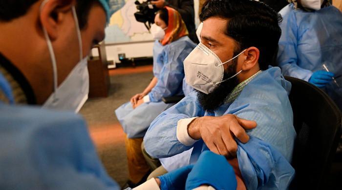 این سی او سی کا وفاقی ملازمین اور ان کے اہلخانہ کی ویکسینیشن سے متعلق اہم فیصلہ