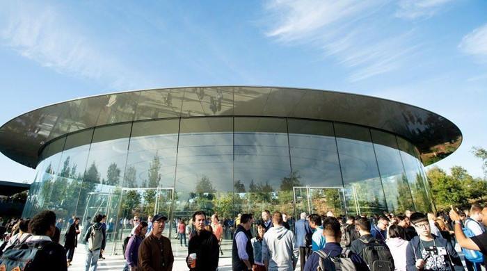 ایپل ملازمین کا گھر کے بجائے دوبارہ دفتر سےکام کرنےکے حکم پر احتجاج
