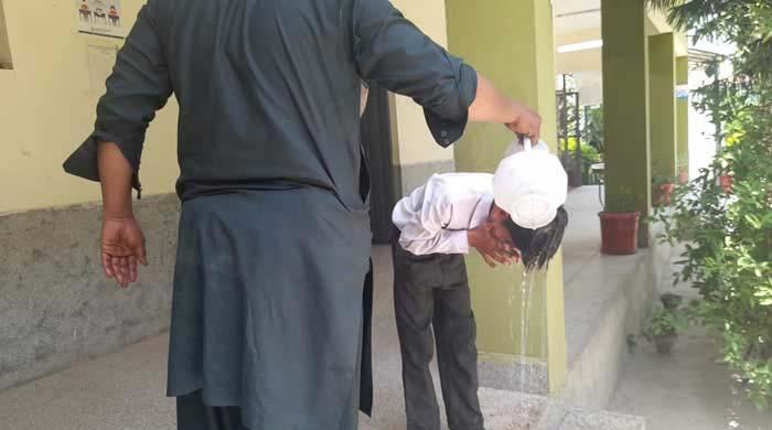 اسلام آباد: اسکول میں بجلی نہ ہونے سے گرمی کے باعث 25 بچے بے ہوش