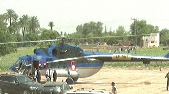 آندھی کے باعث وزیراعلیٰ پنجاب کے ہیلی کاپٹر کی ہنگامی لینڈنگ
