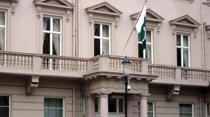 لندن، پاکستانی ہائی کمیشن کے باہر احتجاج، مظاہرین کا سیکیورٹی گارڈز پر تشدد