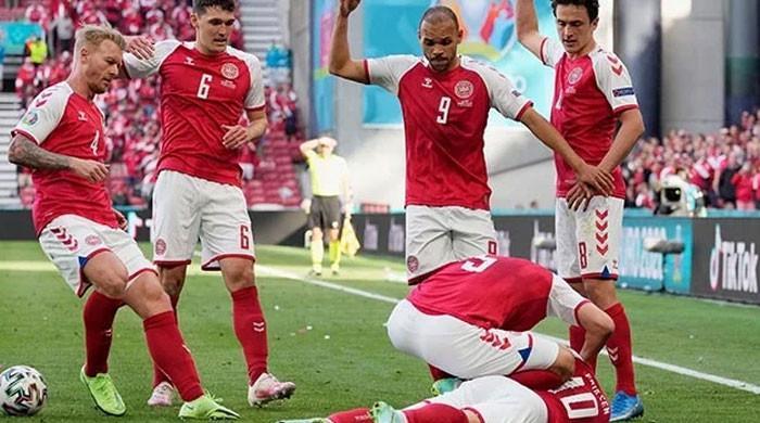 یورو کپ : ڈنمارک اور فن لینڈ کے درمیان میچ میں فٹبالر کو دل کا دورہ پڑ گیا