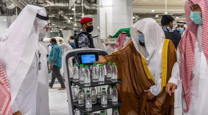 مسجدالحرام اور مسجد نبویؐ میں آب زم زم اب روبوٹ پیش کریں گے