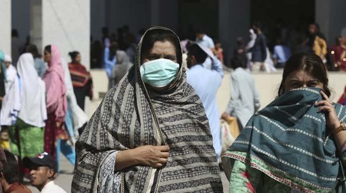 پاکستان: 4 ماہ بعد کورونا کے کیسز ایک ہزار سے بھی کم ہوگئے