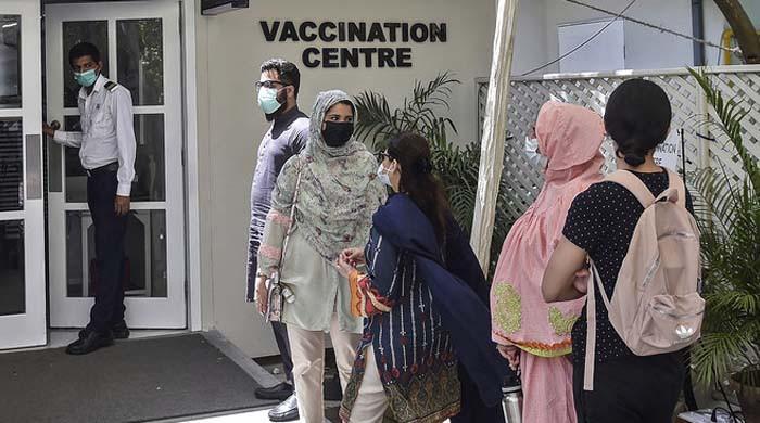کراچی: ایکسپو سینٹر میں کورونا کی چینی ویکسین کی قلت پیدا ہوگئی