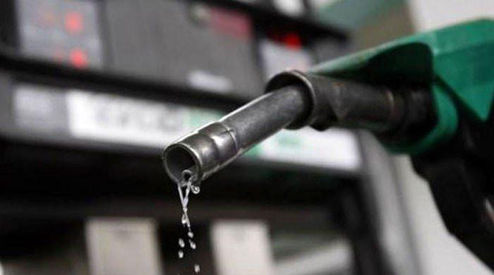 حکومت نے پیٹرول کی قیمت میں اضافہ کردیا