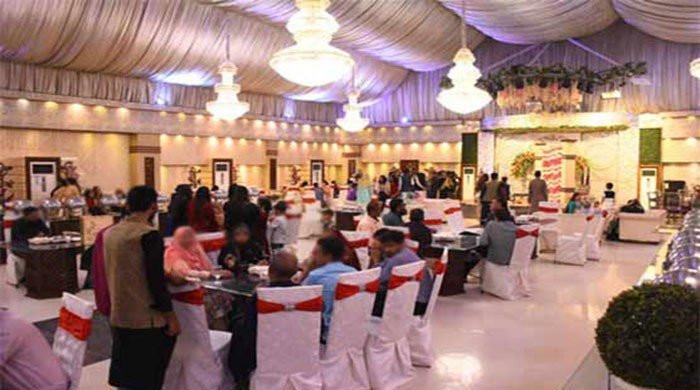 کراچی کے مختلف علاقوں میں شادی ہالز کھول دیے گئے