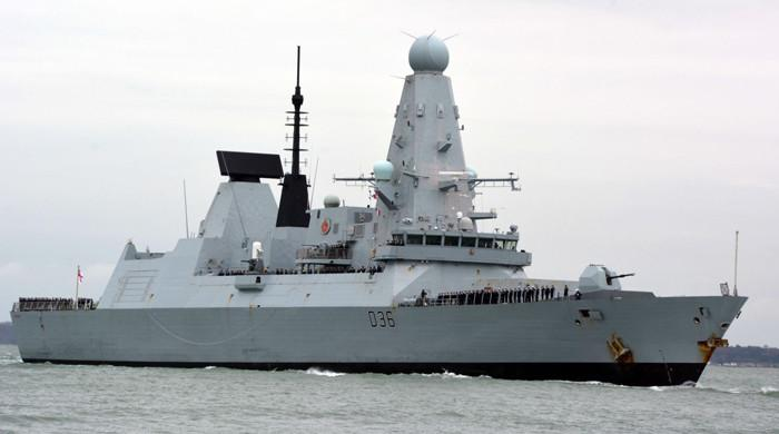 سمندری حدود کی خلاف ورزی پر روس کی برطانوی بحری جہاز پر فائرنگ اور بمباری