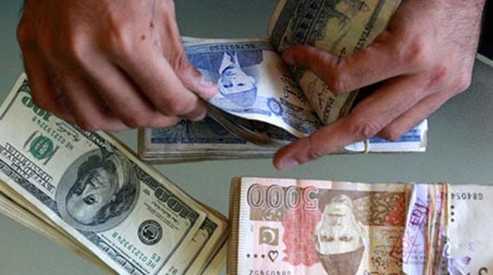 پاکستانی روپے کے مقابلے میں ڈالر کی قدر میں کمی