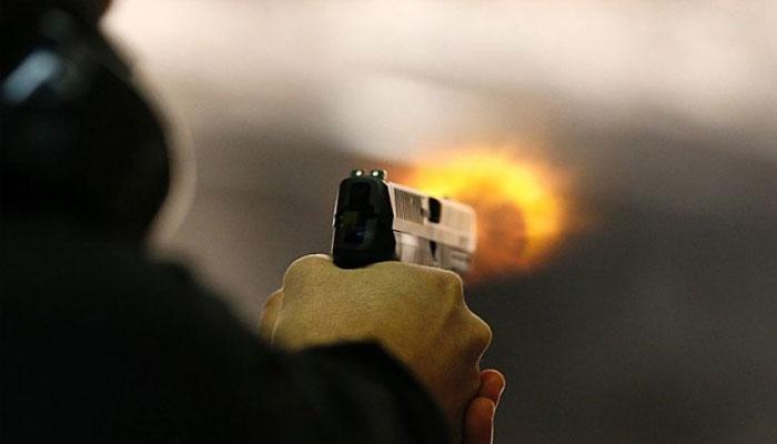 پولیس کا کہنا ہے کہ  تکرار  پر ایف سی اہلکار نے ساتھی اہلکار پر فائرنگ کردی جس کے نتیجے میں وہ جاں بحق ہوگیا— فوٹو: فائل