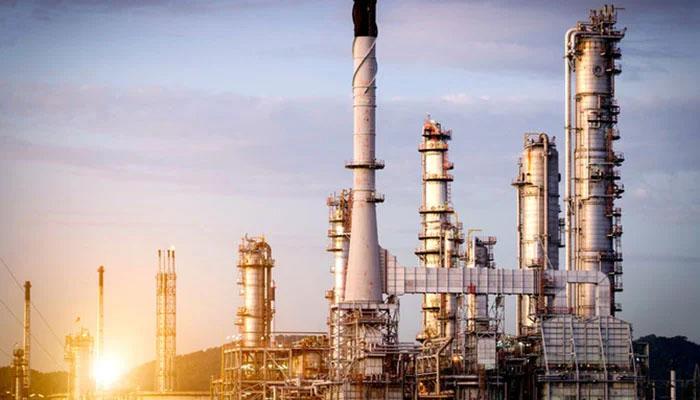تیل کی پیداوار میں اضافے سے متعلق ہونے والے مذاکرات سعودی عرب اور متحدہ عرب امارت کےدرمیان اختلافات کی وجہ سے منسوخ ہوئے —فوٹو فائل