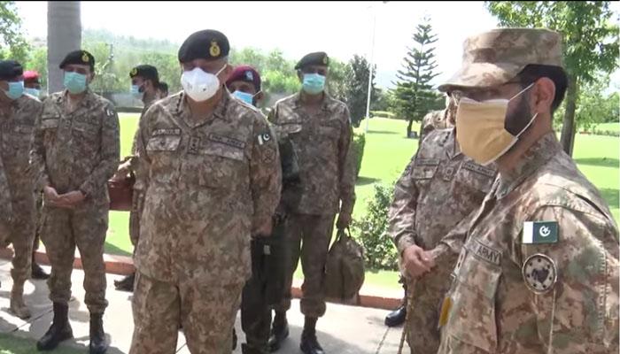 آئی ایس پی آر کے مطابق آرمی چیف نےچیلنجزسےنمٹنےکیلیےمنگلاکورکی جاری جنگی مشقوں اورآپریشنل پلاننگ کوسراہا —فوٹو:آئی ایس پی آر( اسکرین گریب)