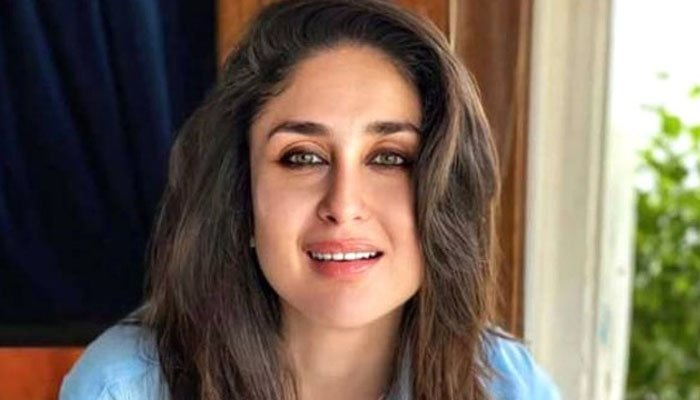 بالی وڈ اداکارہ کرینہ کپور خان نے اپنی کتاب کرینہ کپور خان پریگنینسی بائبل کو اپنا تیسرا بچہ قرار دے دیا —فوٹو:فائل