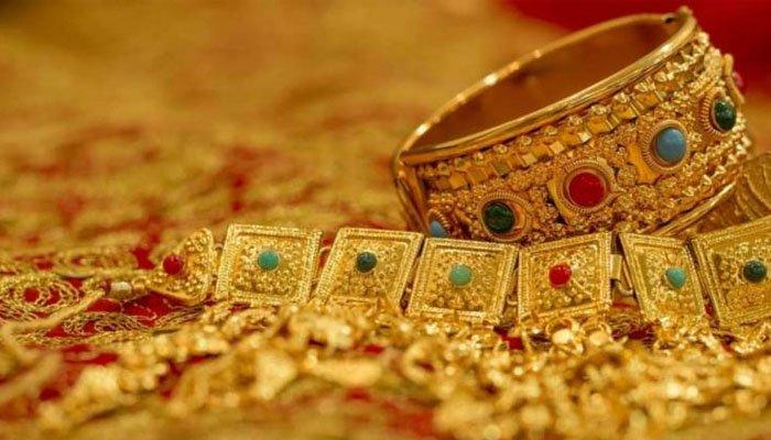 10 گرام سونے کی قدر 386 روپے کم ہوکر 93321 روپے ہے— فوٹو:فائل
