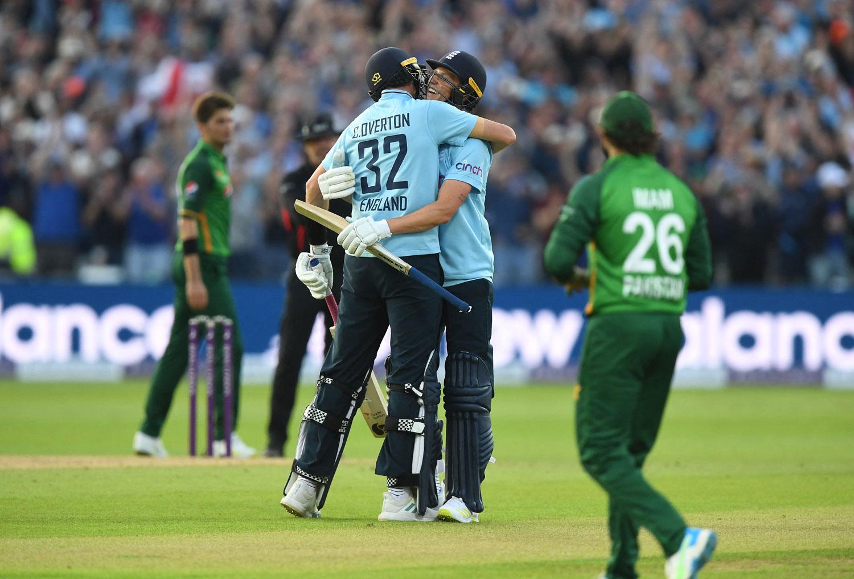انگلش ٹیم نے 3 وکٹوں سے شکست دی— فوٹو: اے ایف پی