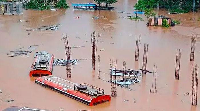 بھارت میں شدید بارشوں، سیلاب اور لینڈ سلائیڈنگ سے ہلاکتوں کی تعداد 138 ہوگئی