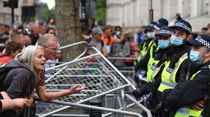 کورونا پابندیوں کیخلاف کئی ملکوں میں پرتشدد مظاہرے