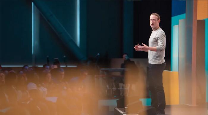 فیس بک کی اگلی پراڈکٹ 'اسمارٹ عینک' ہوگی: زکربرگ