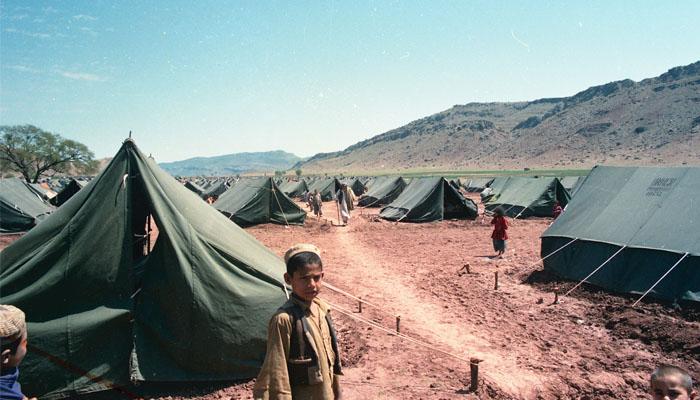 ، ، امریکی اخبار نے اپنی رپورٹ میں کہاہے کہ افغانستان میں طالبان کی پرتشدد کارروائیوں کے باعث افغان نقل مکانی کررہے ہیں۔ فوٹو: فائل