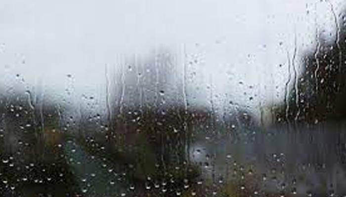 لوگ اس طوفانی بارش کا موازنہ کسی اور خلائی دنیا کو جانے والے پورٹل سے کر رہے ہیں، یعنی باہر نکلیں اور یہ آپ کو اُڑا کر کسی اور دنیا میں لے جائے گی —فوٹو:فائل