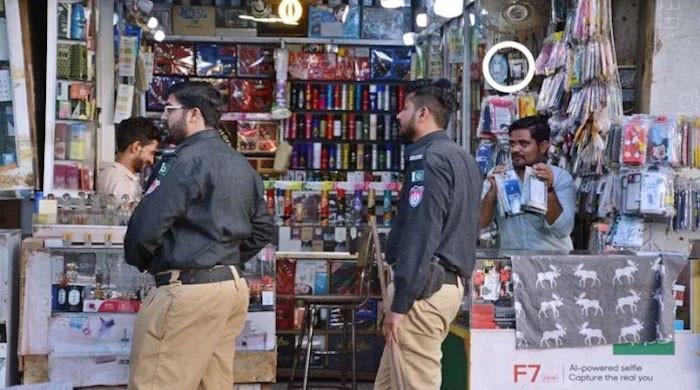 سندھ میں کورونا ایس او پیز کی خلاف ورزی پر پولیس کو بھی کارروائی کا اختیار مل گیا