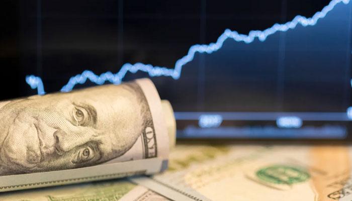 انٹر بینک تبادلہ مارکیٹ میں ڈالر کی قدر 34 پیسے اضافے سے 165 روپے 96 پیسے پر بند ہوئی ہے— فوٹو: فائل