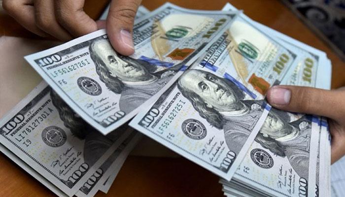 اوپن مارکیٹ میں ڈالر 10 پیسے مہنگا ہوکر 167 روپے 90 پیسےکا ہے،فوٹو: فائل