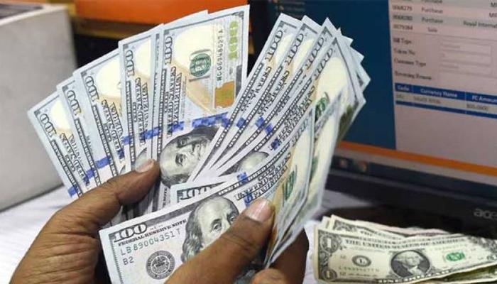 اوپن مارکیٹ میں ڈالر 20 پیسے مہنگا ہوکر 168 روپے 10 پیسے کا ہوگیا ہے،فوٹو: فائل