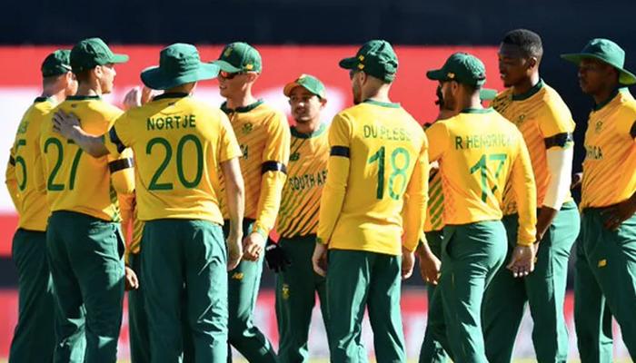 جنوبی افریقا کی ٹیم 2023 ورلڈکپ میں براہ راست کوالیفائی کرنے والی ٹاپ 8 ٹیموں سے نیچے چلی گئی۔ فوٹو: فائل