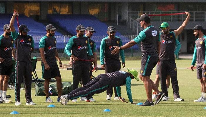 ذرائع کے مطابق رمیز راجہ پروفیشنل ازم کو ترجیح دیتے ہوئے ایسی کوچنگ ٹیم لانا چاہتے ہیں جو پاکستان ٹیم کو مکمل تبدیل کرے— فوٹو: فائل