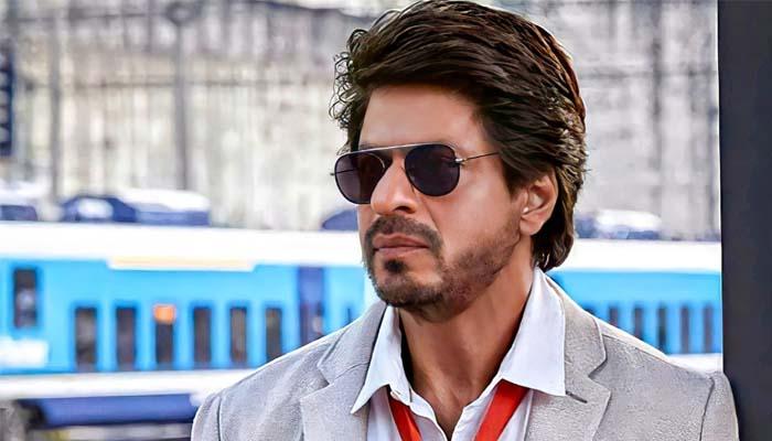 بالی وڈ کے ہدایتکار کرن جوہر کی جانب سے شاہ رخ خان کا ایک اشتہار پوسٹ کیا گیا — فوٹو فائل